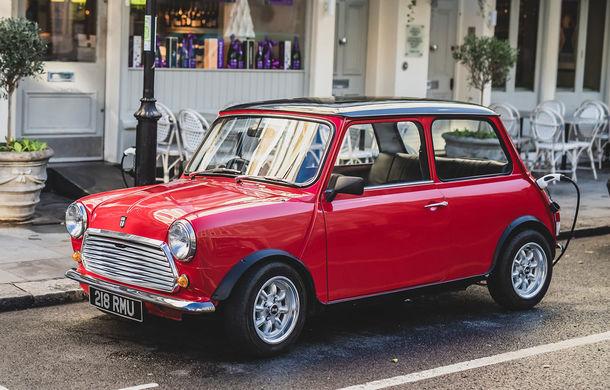 Tehnologii moderne împachetate în forme clasice: o companiei britanică a prezentat Swind E Classic Mini, un vehicul electric disponibil în doar 100 de unități - Poza 1