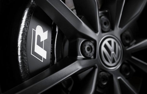 Volkswagen a prezentat noul T-Roc R: motor TSI de 2.0 litri cu 300 CP și 400 Nm, tracțiune integrală și 0-100 km/h în 4.9 secunde: debut la Geneva - Poza 30