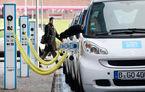 BMW și Daimler negociază dezvoltarea mașinilor electrice pe o platformă comună: costurile ar fi reduse cu 7 miliarde de euro