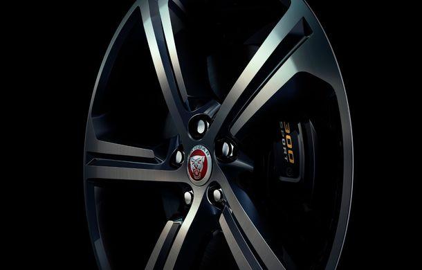 Ediții speciale pentru Jaguar F-Pace: SUV-ul britanic poate fi comandat în versiunile 300 Sport și Chequered Flag - Poza 3