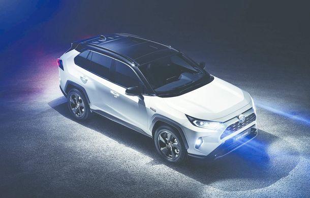 Toyota și Suzuki negociază un nou parteneriat: Toyota ar putea folosi motoarele rivalilor, iar Suzuki ar putea dezvolta hibrizi bazați pe RAV4 și Corolla Wagon - Poza 1