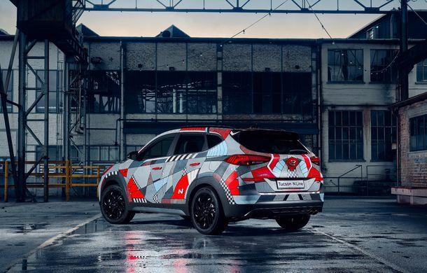 Hyundai promovează noul Tucson N Line într-un mod special: un exemplar a fost transformat în Art Car - Poza 13