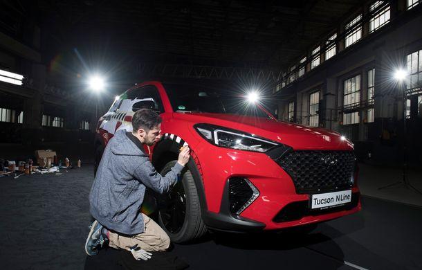 Hyundai promovează noul Tucson N Line într-un mod special: un exemplar a fost transformat în Art Car - Poza 17