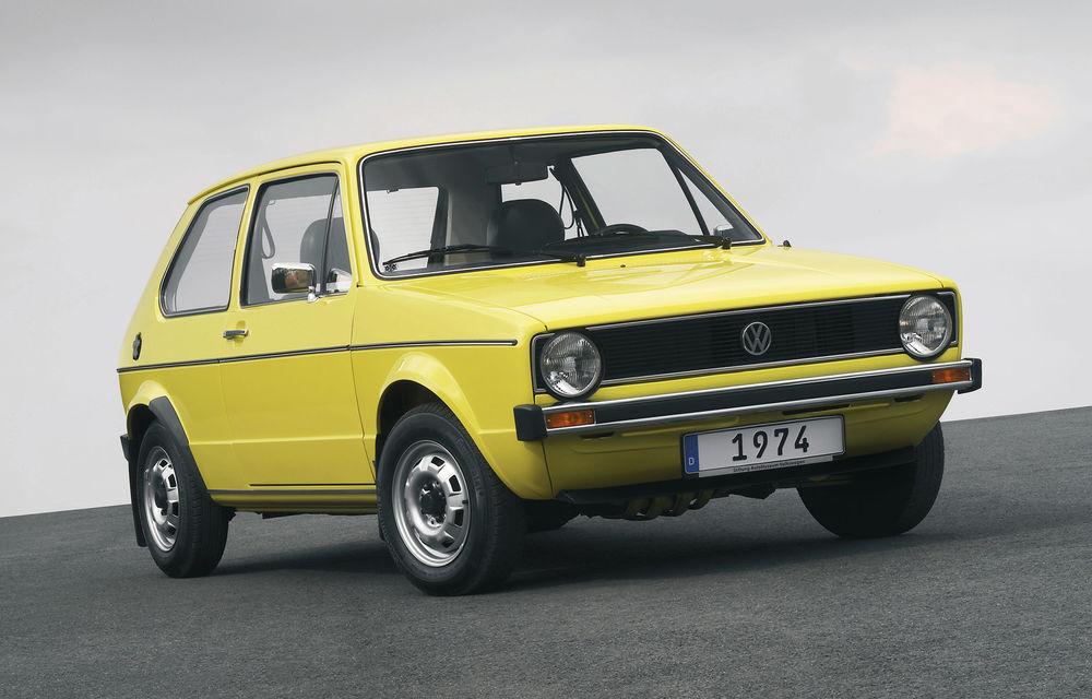 Volkswagen Golf sărbătorește 45 de ani de la startul producției: compacta germană s-a vândut în peste 35 de milioane de unități - Poza 1