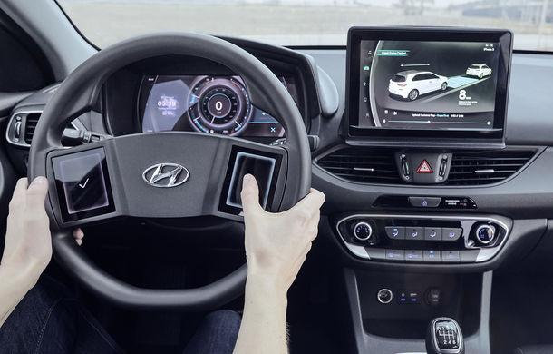 Hyundai dezvoltă prototipul unui cockpit digital: sud-coreenii vor să integreze două ecrane pe volan - Poza 1