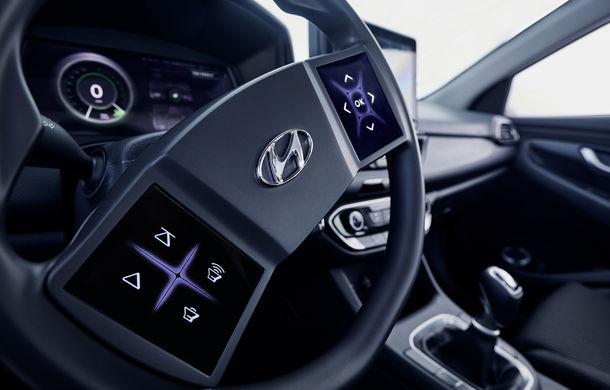 Hyundai dezvoltă prototipul unui cockpit digital: sud-coreenii vor să integreze două ecrane pe volan - Poza 5