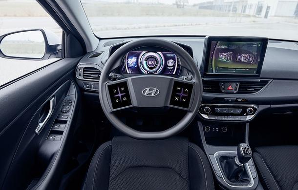 Hyundai dezvoltă prototipul unui cockpit digital: sud-coreenii vor să integreze două ecrane pe volan - Poza 2