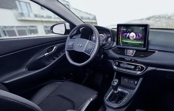 Hyundai dezvoltă prototipul unui cockpit digital: sud-coreenii vor să integreze două ecrane pe volan - Poza 3