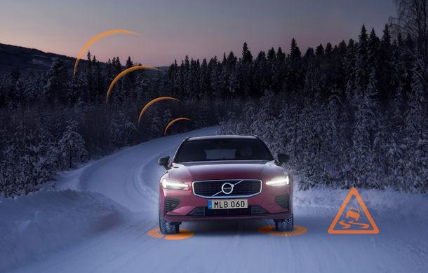 Volvo lansează în Europa două sisteme care trimit avertizări în timp real despre accidente și condițiile de drum: mașinile vor comunica între ele - Poza 1