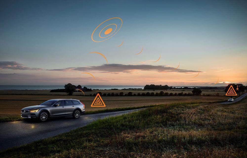 Volvo lansează în Europa două sisteme care trimit avertizări în timp real despre accidente și condițiile de drum: mașinile vor comunica între ele - Poza 3
