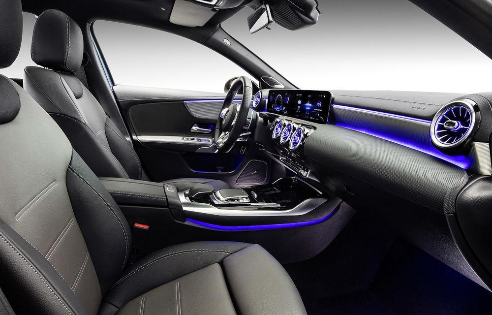 Mercedes-AMG A35 L: sedanul de performanță primește o versiune cu ampatament mărit pentru China - Poza 11