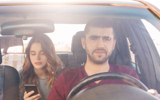 Studiu european: 54% dintre șoferi spun că neatenția la volan este principala cauză pentru accidentele mortale: 24% dintre ei scriu SMS-uri la volan