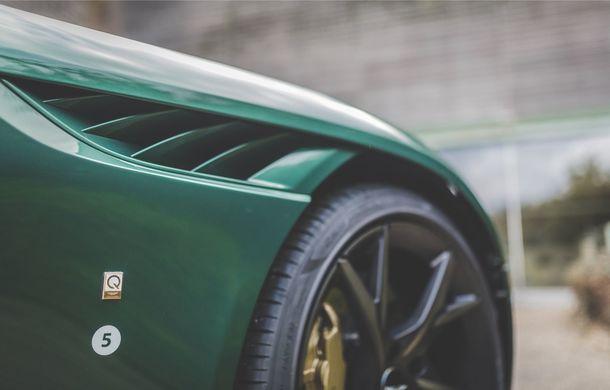 Aston Martin prezintă ediția limitată DBS 59: 24 de exemplare DBS Superleggera special create în cinstea victoriei de la Le Mans din 1959 - Poza 6