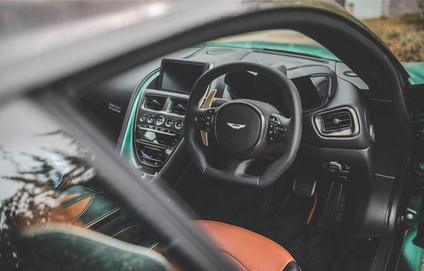 Aston Martin prezintă ediția limitată DBS 59: 24 de exemplare DBS Superleggera special create în cinstea victoriei de la Le Mans din 1959 - Poza 8