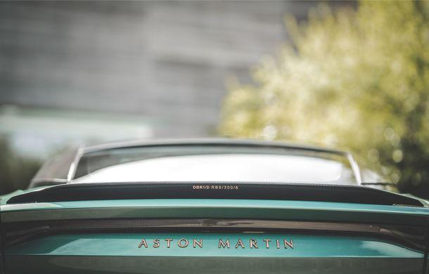 Aston Martin prezintă ediția limitată DBS 59: 24 de exemplare DBS Superleggera special create în cinstea victoriei de la Le Mans din 1959 - Poza 3