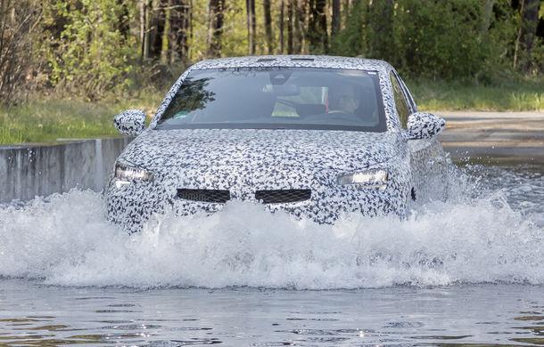Primele imagini sub camuflaj cu noua generație Opel Corsa: vânzările încep în vară inclusiv pentru versiunea electrică - Poza 8