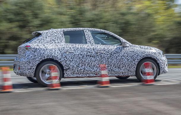 Primele imagini sub camuflaj cu noua generație Opel Corsa: vânzările încep în vară inclusiv pentru versiunea electrică - Poza 9