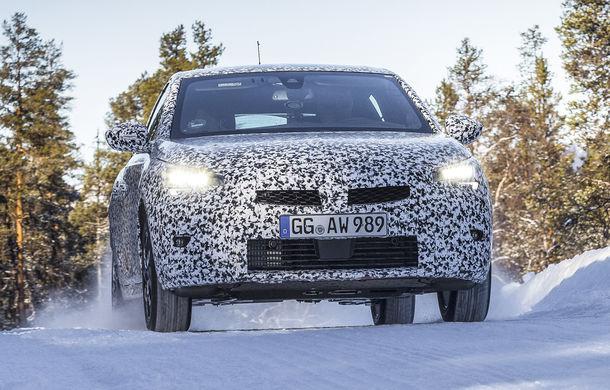 Primele imagini sub camuflaj cu noua generație Opel Corsa: vânzările încep în vară inclusiv pentru versiunea electrică - Poza 4