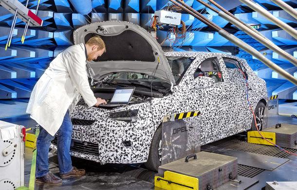 Primele imagini sub camuflaj cu noua generație Opel Corsa: vânzările încep în vară inclusiv pentru versiunea electrică - Poza 11