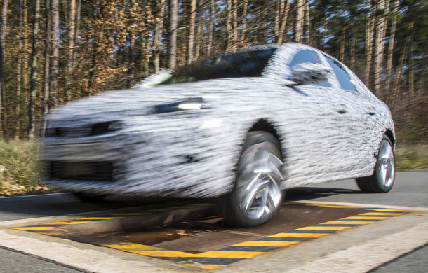 Primele imagini sub camuflaj cu noua generație Opel Corsa: vânzările încep în vară inclusiv pentru versiunea electrică - Poza 10