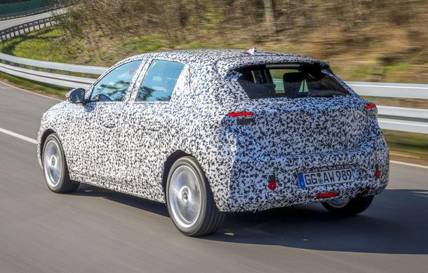 Primele imagini sub camuflaj cu noua generație Opel Corsa: vânzările încep în vară inclusiv pentru versiunea electrică - Poza 7