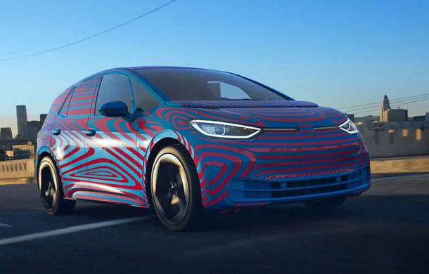 """Imagini și informații despre Volkswagen ID, """"scăpate"""" în clipuri oficiale publicate din greșeală: numele hatchback-ului electric va fi ID.3 - Poza 1"""