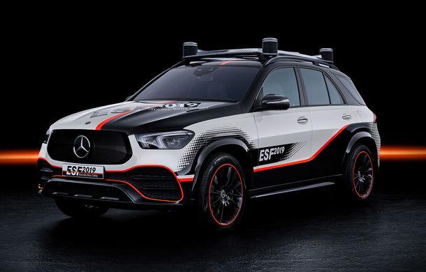 Mercedes GLE, transformat în cobai pentru testarea celor mai noi sisteme de siguranță: suprafețe digitale exterioare care comunică cu ceilalți participanți la trafic și funcții noi pentru prevenirea accidentelor - Poza 2