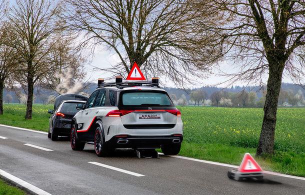 Mercedes GLE, transformat în cobai pentru testarea celor mai noi sisteme de siguranță: suprafețe digitale exterioare care comunică cu ceilalți participanți la trafic și funcții noi pentru prevenirea accidentelor - Poza 7