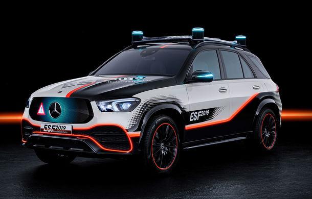 Mercedes GLE, transformat în cobai pentru testarea celor mai noi sisteme de siguranță: suprafețe digitale exterioare care comunică cu ceilalți participanți la trafic și funcții noi pentru prevenirea accidentelor - Poza 1