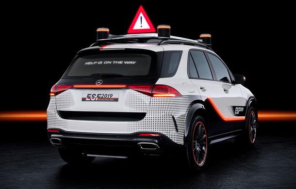 Mercedes GLE, transformat în cobai pentru testarea celor mai noi sisteme de siguranță: suprafețe digitale exterioare care comunică cu ceilalți participanți la trafic și funcții noi pentru prevenirea accidentelor - Poza 3