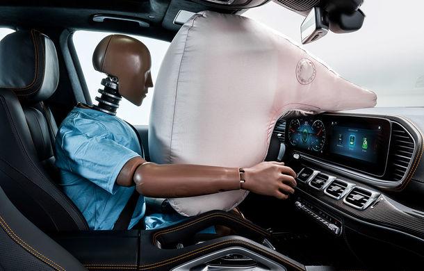 Mercedes GLE, transformat în cobai pentru testarea celor mai noi sisteme de siguranță: suprafețe digitale exterioare care comunică cu ceilalți participanți la trafic și funcții noi pentru prevenirea accidentelor - Poza 8