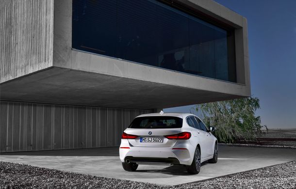 Noua generație BMW Seria 1, imagini și detalii oficiale: platformă nouă cu roți motrice față, mai mult spațiu pentru pasageri și tehnologii moderne - Poza 40