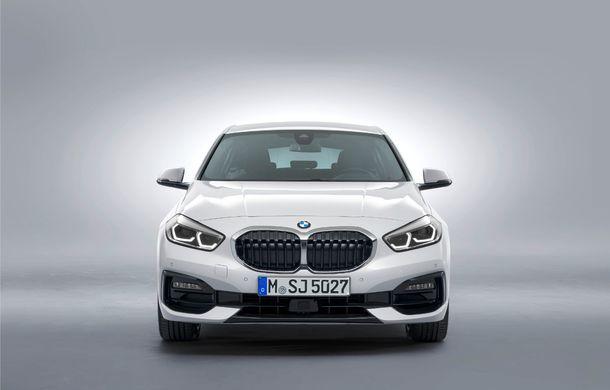 Noua generație BMW Seria 1, imagini și detalii oficiale: platformă nouă cu roți motrice față, mai mult spațiu pentru pasageri și tehnologii moderne - Poza 49
