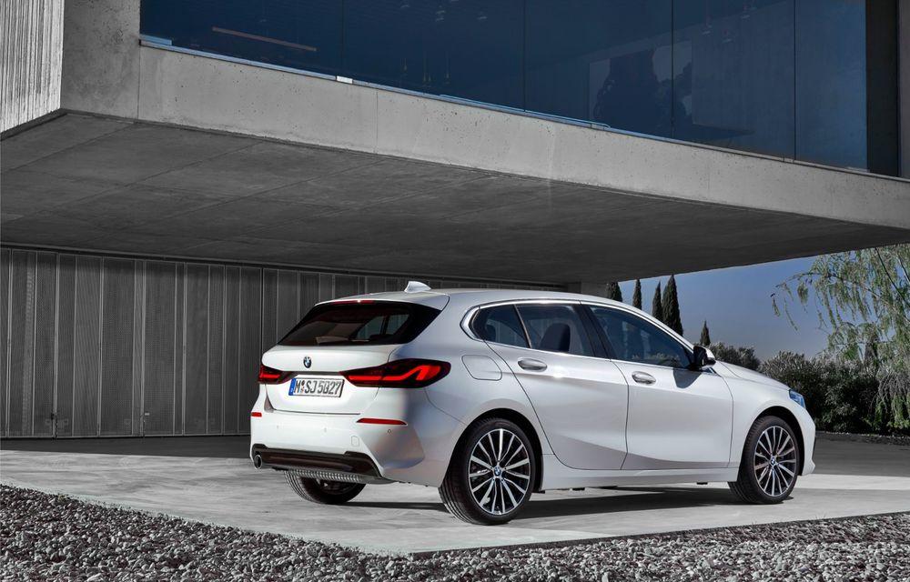 Noua generație BMW Seria 1, imagini și detalii oficiale: platformă nouă cu roți motrice față, mai mult spațiu pentru pasageri și tehnologii moderne - Poza 38