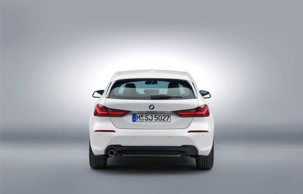 Noua generație BMW Seria 1, imagini și detalii oficiale: platformă nouă cu roți motrice față, mai mult spațiu pentru pasageri și tehnologii moderne - Poza 53