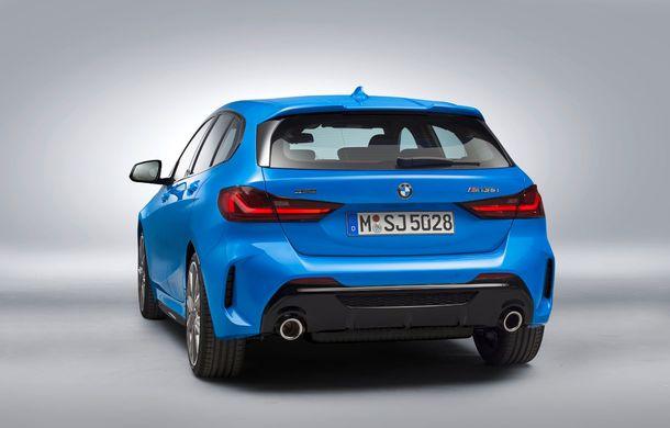Noua generație BMW Seria 1, imagini și detalii oficiale: platformă nouă cu roți motrice față, mai mult spațiu pentru pasageri și tehnologii moderne - Poza 24