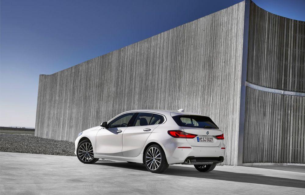 Noua generație BMW Seria 1, imagini și detalii oficiale: platformă nouă cu roți motrice față, mai mult spațiu pentru pasageri și tehnologii moderne - Poza 37