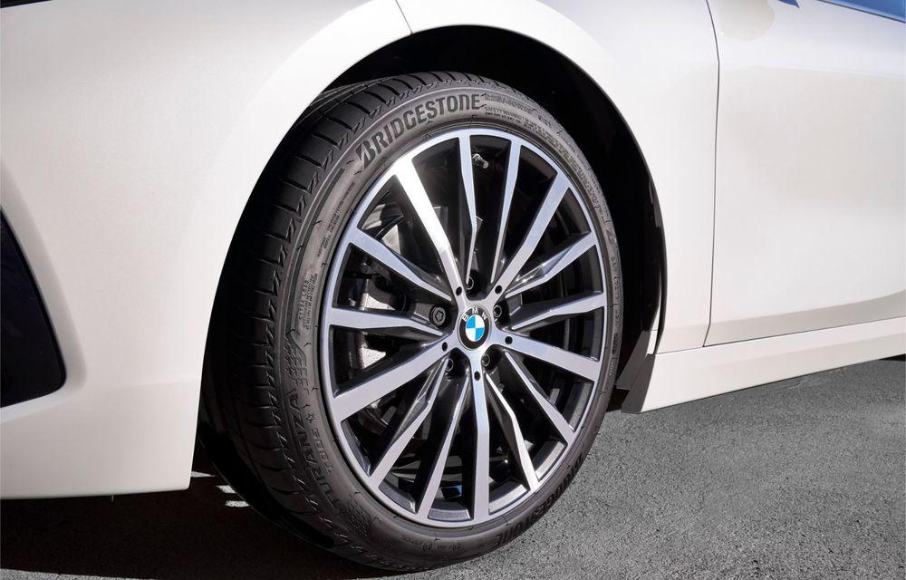 Noua generație BMW Seria 1, imagini și detalii oficiale: platformă nouă cu roți motrice față, mai mult spațiu pentru pasageri și tehnologii moderne - Poza 77