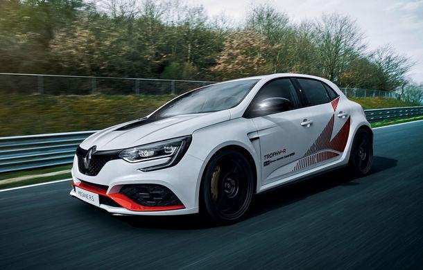 Renault Megane RS Trophy-R a devenit cel mai rapid model cu roți motrice față de pe Nurburgring: Hot Hatch-ul francez cu 300 CP va fi produs într-o ediție limitată - Poza 1