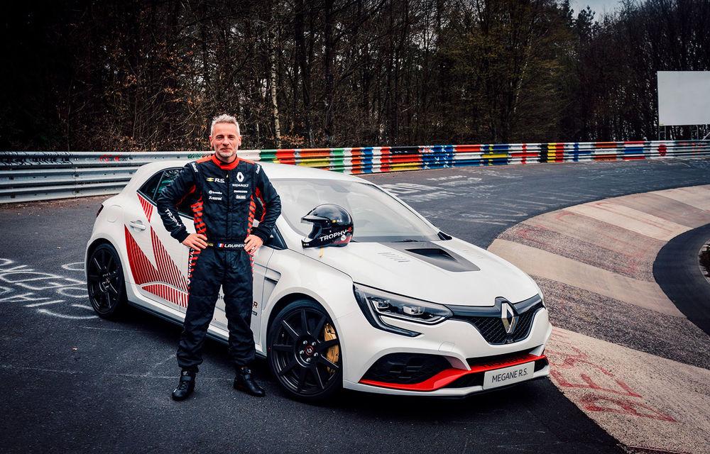 Renault Megane RS Trophy-R a devenit cel mai rapid model cu roți motrice față de pe Nurburgring: Hot Hatch-ul francez cu 300 CP va fi produs într-o ediție limitată - Poza 4
