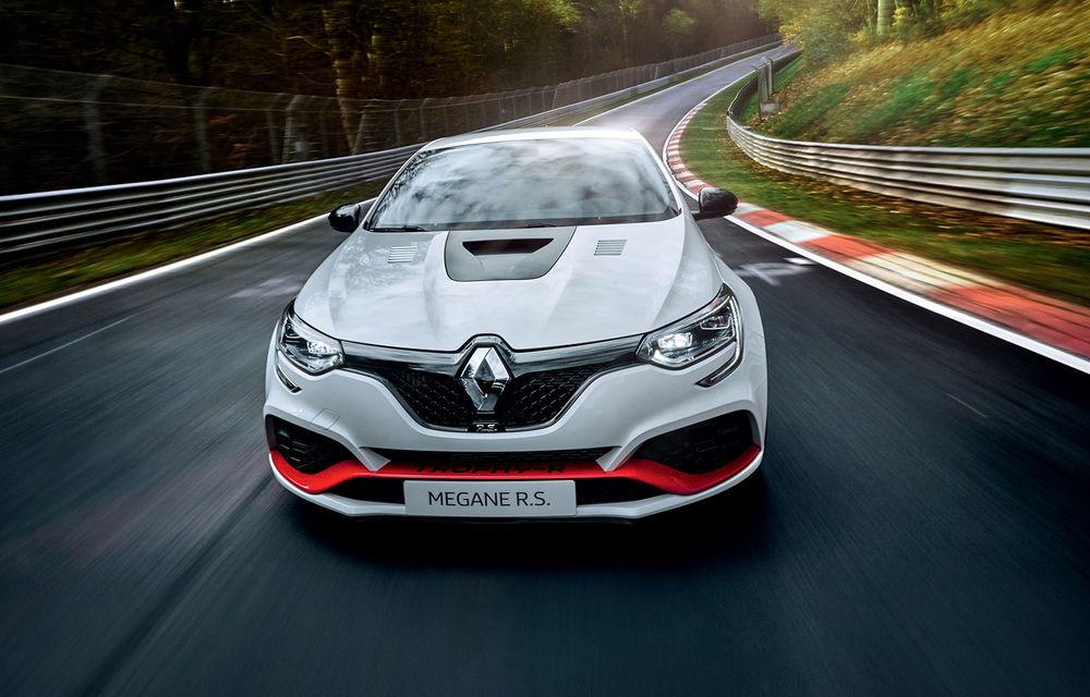 Renault Megane RS Trophy-R a devenit cel mai rapid model cu roți motrice față de pe Nurburgring: Hot Hatch-ul francez cu 300 CP va fi produs într-o ediție limitată - Poza 2