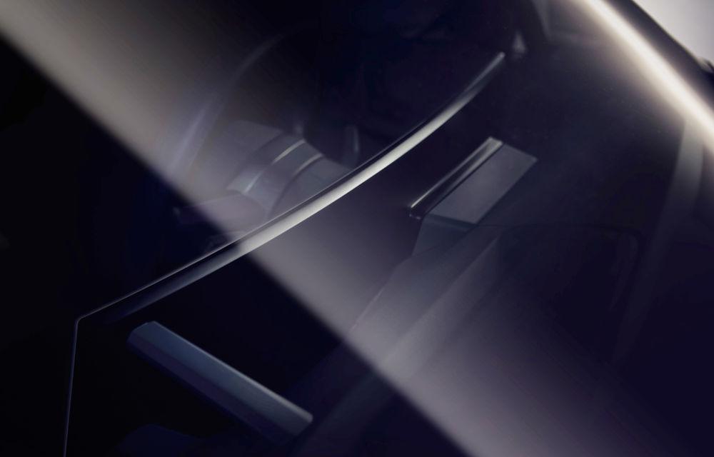 Teaser cu interiorul lui BMW iNext: SUV-ul electric va avea un ecran curbat care va integra sistemul de infotainment și ceasurile de bord - Poza 1