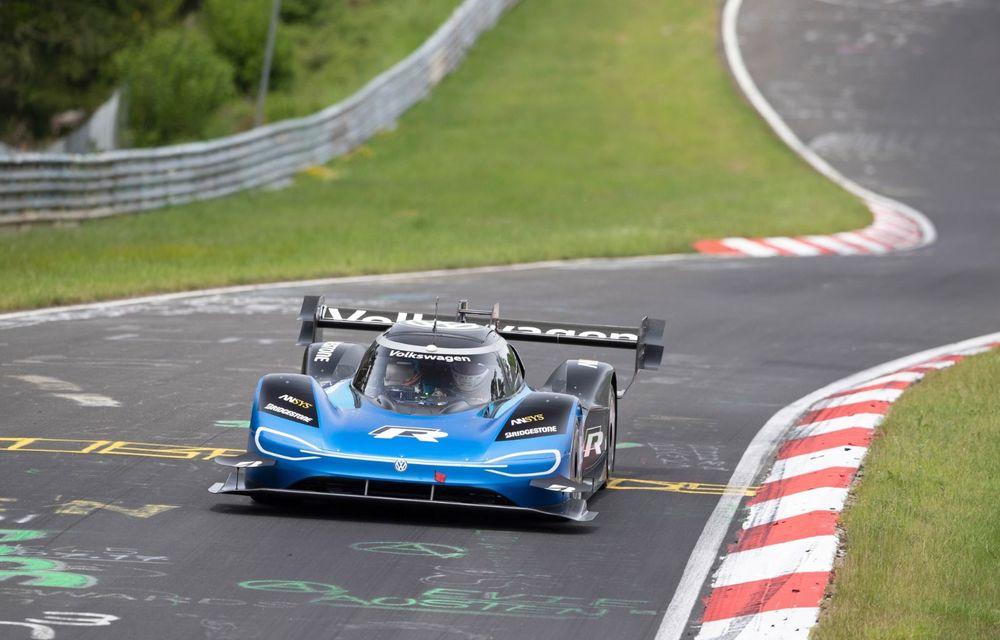 Motive de sărbătoare în familia Volkswagen: ID R este cel mai rapid vehicul electric de pe circuitul de la Nurburgring - Poza 3