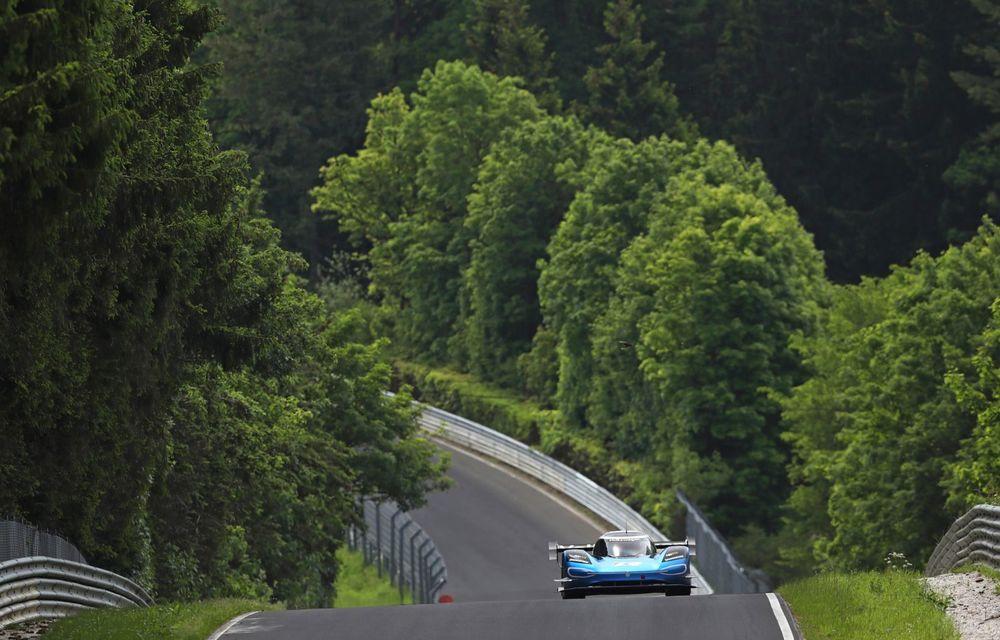 Motive de sărbătoare în familia Volkswagen: ID R este cel mai rapid vehicul electric de pe circuitul de la Nurburgring - Poza 4