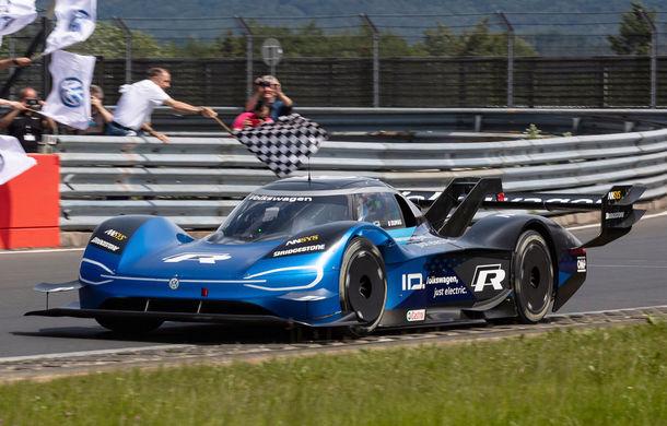 Motive de sărbătoare în familia Volkswagen: ID R este cel mai rapid vehicul electric de pe circuitul de la Nuburgring - Poza 1