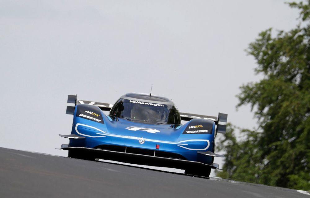 Motive de sărbătoare în familia Volkswagen: ID R este cel mai rapid vehicul electric de pe circuitul de la Nurburgring - Poza 2