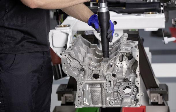 Mercedes-AMG prezintă cel mai puternic motor cu 4 cilindri din istorie: 2.0 litri și 421 de cai putere - Poza 2