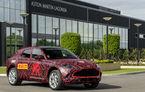 Aston Martin a inaugurat noua fabrică din Țara Galilor: primele prototipuri ale SUV-ului DBX au ieșit pe poarta uzinei din St Athan