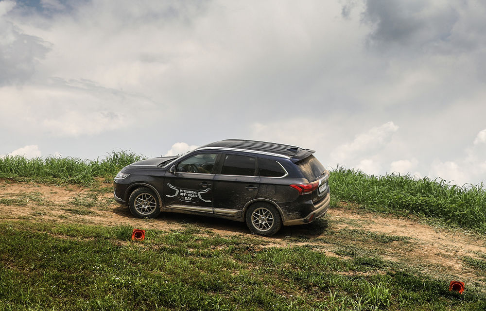 Galerie foto: Mitsubishi Off Road Day: clienții au testat abilitățile SUV-urilor japoneze pe teren accidentat - Poza 20