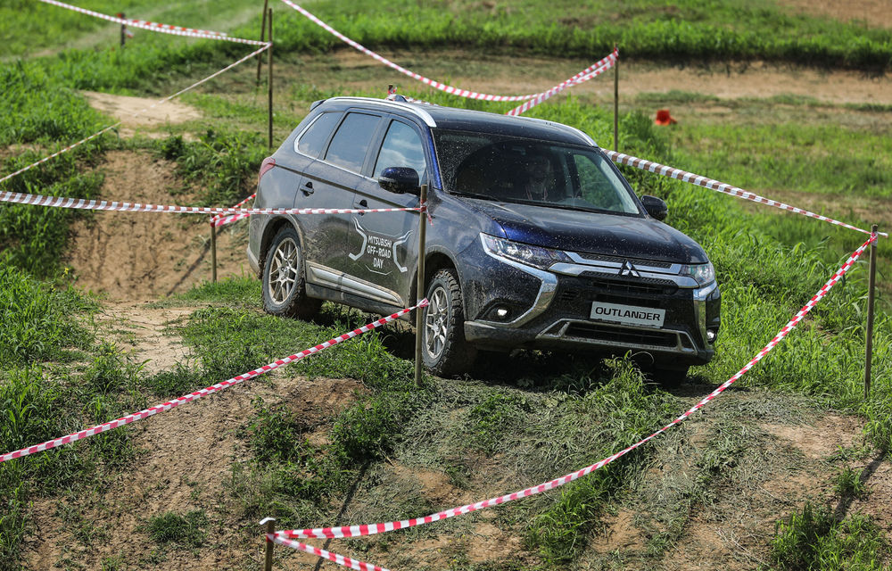 Galerie foto: Mitsubishi Off Road Day: clienții au testat abilitățile SUV-urilor japoneze pe teren accidentat - Poza 13